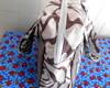 Bolsa de tecido com detalhes coloridos