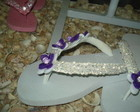 chinelo bordado com lilas