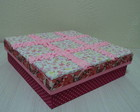 Caixa em patchwork com mini rosas