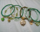CHARMOSO CONJUNTO DE PULSEIRAS