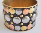 Bracelete dourado e preto 01162