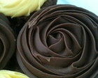 Cupcake com rosa de chocolate