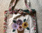 Bolsa tiracolo floral patchwork