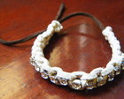 Pulseira de couro com strass