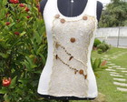 Camiseta creme com pedras  marron
