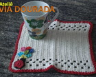 Mug Rug bege com flores coloridas