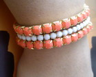 Kit pulseiras stras coral e branco