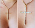 Colar crucifixo strass