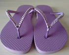Chinelo lilas decorado na tira 37/38