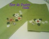 toalhas com flor de fuxico