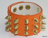 BRACELETE COURO SPIKE VERDE ORANGE