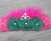 Faixa tripla rosa com coroa de strass