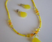 Conjunto amarelo com golfinho e conchas
