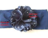 Flor azul marinho com strass na meia
