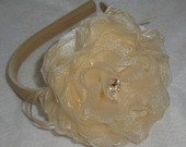 Tiara Flor Organza Bege