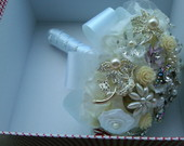 Buque de broche com flores