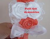 Arco flores coral com branco e pedraria