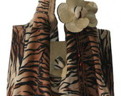 Bolsa em veludo tigre