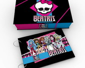 �lbum Monster High com caixa
