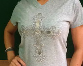 Camiseta Feminina com Aplicaes de Cruz