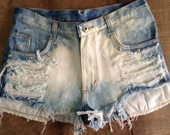 Shorts jeans customizado com spikes