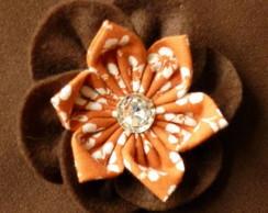 Broche flor dupla fuxico