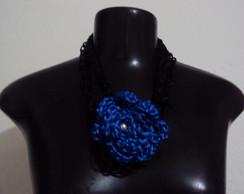 Cord�o rabo de gato com flor azul.