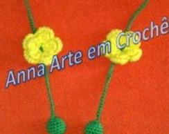 Colar de Bolinhas e Flor de Croch�