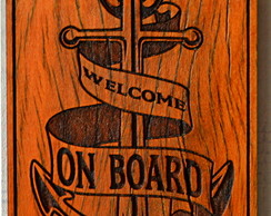 "Placa ""Welcome on Board"" em Peroba Rosa"