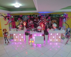 Mesa decorada no proven�al Monster high