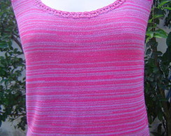 Camiseta com decote redondo profundo