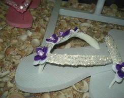 chinelo bordado com lilas