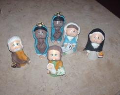 diversos santos em tamanho menor