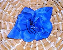Flor de cetim azul celeste