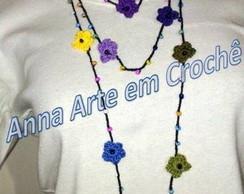 Colar de flores de croch� com mi�angas