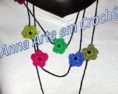 Colar de flores de croch�