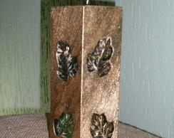 Vela decorada em baixo relevo