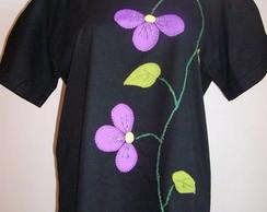 Camiseta com Flores lil�s