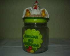 pote  decorado com biscuit.
