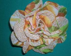 Flor broche estampa verde e marron
