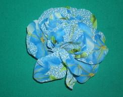 Flor broche estampa azul e verde