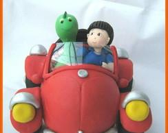 Topo de bolo menino e Dino no Fusca