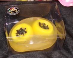 Sabonete de frutas na caixa de acetato
