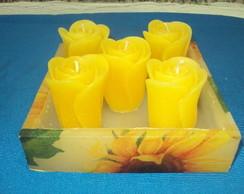 Cachep� Quadrado com velas de Flores.