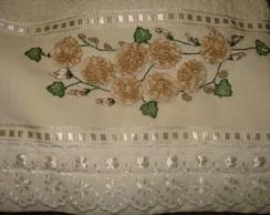 toalha de banho com flores em sianinha.