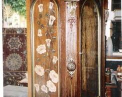 Oratorio antigo em madeira