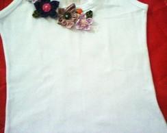 camiseta com flores de fuxico VENDIDA