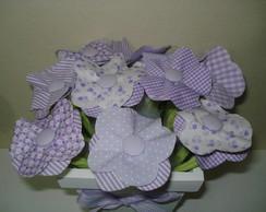 Vaso decorativo com flores em tecido