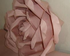 Rosa feita em papel de parede.