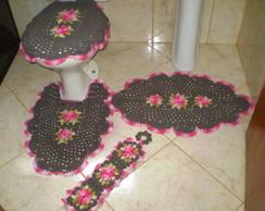 Jogo de banheiro marrom e rosa